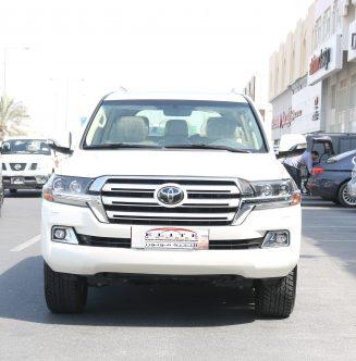Toyota Land Cruiser VXR 5.7L ( White Edition )